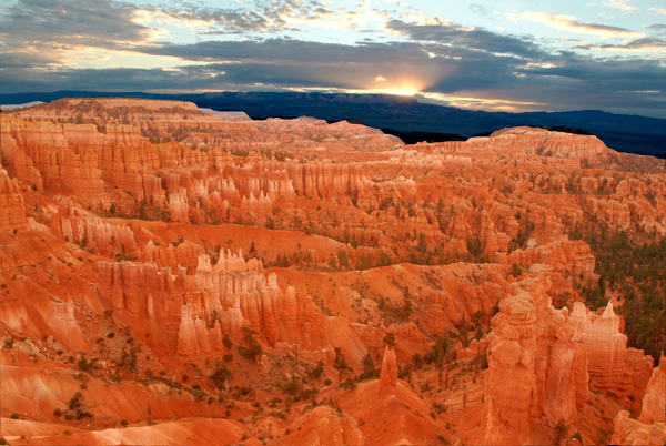 Sunrise over Bryce Canyon N147A